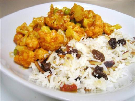 Almond Raisin Rice and Cauliflower Masala